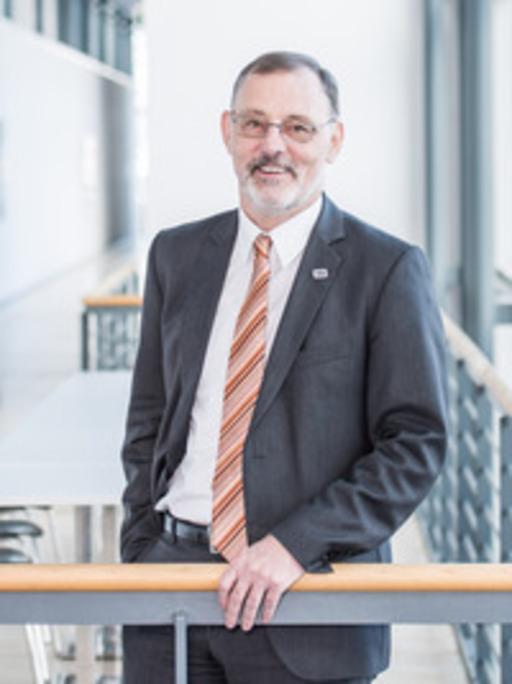 Prof. Dr. Andreas Bett